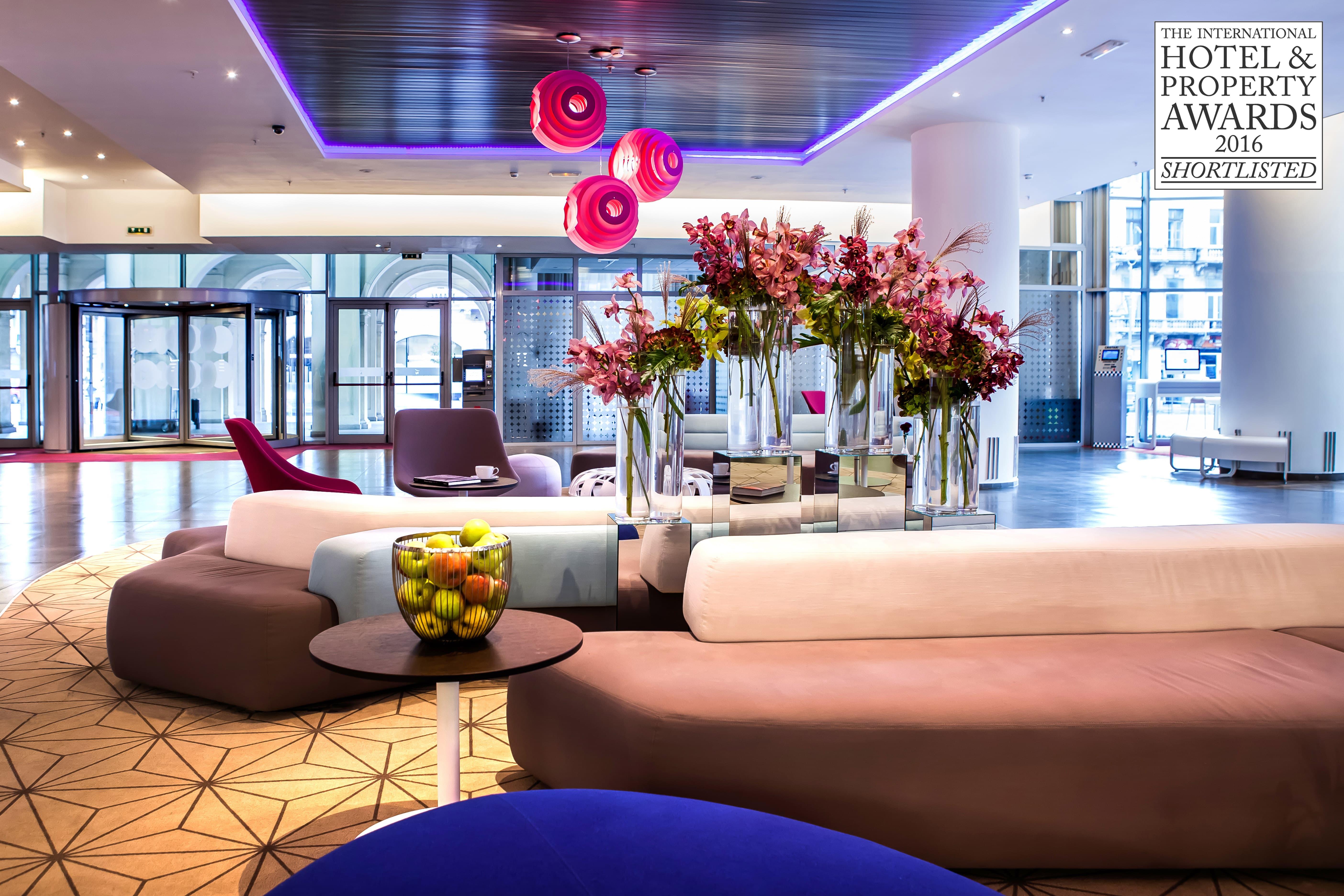 Lobby hotel novotel bucharest modern interior design for Hotel design 2016